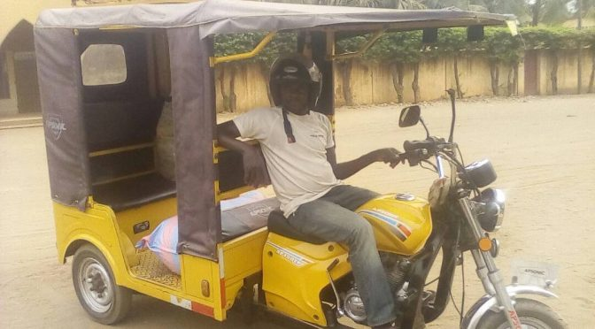 Portrait – Salifou, le conducteur de tricycle